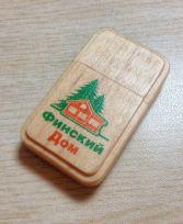 Деревянная флешка с логотипом компании